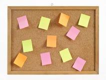 Korkowa deska z wieszakiem i biuletyny w różnym kolorze. Fotografia Royalty Free