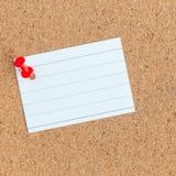 Korkowa pami?ci deska z przypi?tym pustym kawa?ek papieru, notatki, tablica informacyjna, kwadrat obraz royalty free