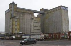 Korkowy miasta schronienie Irlandia historyczny R & H Hall Zbożowy silos budujący Mszalny beton na Kennedy Quay podczas opóźnione fotografia stock