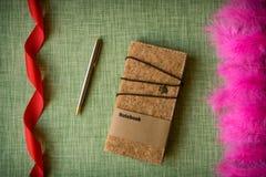 Korkowy notatnik na tkaniny tle Zdjęcia Royalty Free