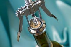 korkowy otwarcia śruby wino Obrazy Royalty Free