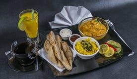 Korma för orientalisk indieruppsättninghöna naan bröd, platta, kaffe, nolla Royaltyfri Fotografi