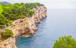Kornati wyspy Clifs Telascica w parku narodowym Kornati, Adriatycki morze w Chorwacja Zdjęcie Stock