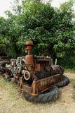 Kornbild: Stäng sig upp av den gamla maskinfabriken som göras av stål och används i den förgångna brutna och lantliga maskinen so arkivfoton