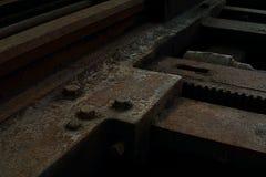 Kornbild: Stäng sig upp av den gamla maskinfabriken som göras av stål och u royaltyfri fotografi