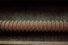 Kornbild: Stäng sig upp av den gamla maskinfabriken som göras av stål och u royaltyfria foton