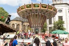 KORNELIMUENSTER,德国, 2017年6月18日, -在Kornelimuenster历史的市场的转盘在一晴朗的温暖的天 免版税库存图片