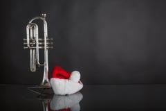 Kornet met Kerstmanhoed stock afbeeldingen