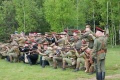 远足在行的Kornilovs小队 火 库存图片
