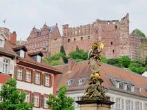Kornmarkt玛丹娜和海得尔堡城堡 库存图片