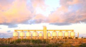 Kornsilor i den yttre hamnen, södra Australien, på gryning Royaltyfri Foto