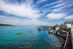 Kornwalijska wioska rybacka Coverack i schronienie fotografia stock