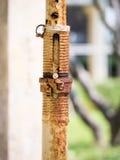 Korodująca stara włącznik spirala, rdzewiejący narzędzie Zdjęcie Stock