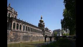 Koron bramy Zwinger pałac, Drezdeńskie, Saxony, Niemcy Zwinger pałac jest arcydziełem barocco architectur zbiory wideo