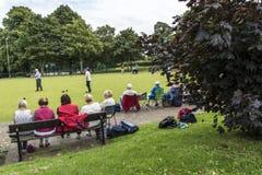 Korona kręgli Zielony dopasowanie w parku w targowym miasteczku Sandbach Anglia Obraz Royalty Free