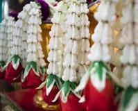 Korona kwitnie ślubną girlandę Calotropis Fotografia Royalty Free