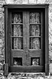 Koronkowa zasłona Za drewno Obramiającym okno Fotografia Stock