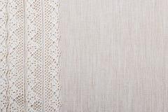Koronkowy faborek na bieliźnianego płótna tle Zdjęcie Stock