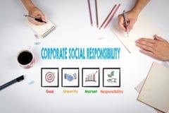 Korporacyjna odpowiedzialność społeczna Spotkanie przy białym biuro stołem Fotografia Royalty Free