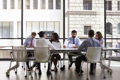 Korporacyjnego biznesu drużyny spotkanie w nowożytnym otwiera planu biuro obraz stock