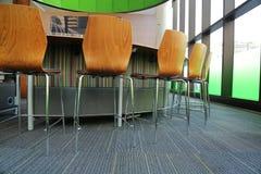 Korporacyjni sala posiedzeń chais biurka okno Obraz Stock