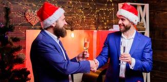 korporacyjny nowy partyjny rok Ludzie biznesu napoju szampana przy przyjęciem Przyjęcie z szampanem Koledzy świętują nowego roku fotografia stock