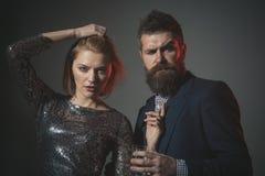 Korporacyjny Partyjny pojęcie Mężczyzna i kobieta w galanteryjnych ubrań napoju zdjęcie royalty free