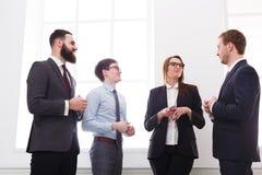 Korporacyjny spotkanie pomyślni kierownicy w biurze, ludzie biznesu z kopii przestrzenią fotografia royalty free