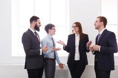 Korporacyjny spotkanie w biurze, ludzie biznesu z kopii przestrzenią obrazy royalty free