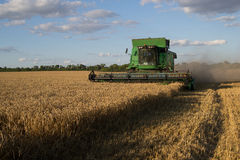Korrel het oogsten combineert Stock Foto's