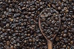 Korrel zwarte koffie Royalty-vrije Stock Afbeeldingen