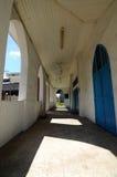 Korridor av den gamla moskén av Masjid Jamek Jamiul Ehsan a K en Masjid Setapak Royaltyfri Fotografi