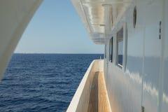 Korridor av den lyxiga yachten arkivfoto