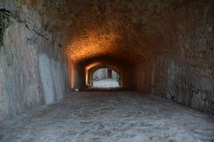 Korridor av den Peniscola slotten, Spanien arkivbilder