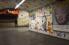 Korridor av den Rome tunnelbanastationen, Italien arkivbild