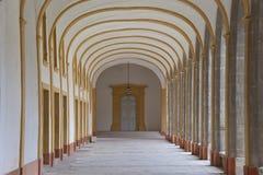 Korridor av en cloister i cluny abbey Fotografering för Bildbyråer