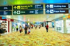 Korridor Changi för internationell flygplats Royaltyfri Bild