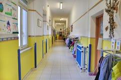Kindergartenkorridor Stockfoto