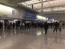 Korridor för ankomster Hong Kong för internationell flygplats royaltyfria bilder