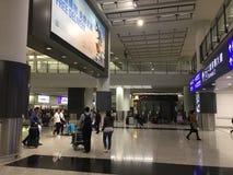Korridor för ankomster Hong Kong för internationell flygplats royaltyfri bild