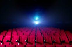 Korridor för filmteater med röda platser royaltyfria foton
