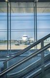 Korridor för flygplatsterminal Arkivbilder