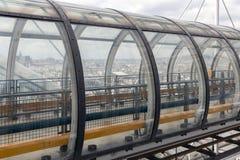 Korridor för Glass rör på den Pompidou mitten med flyg- sikt på Paris arkivfoto