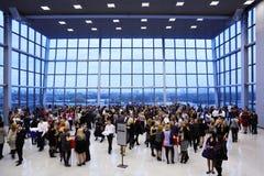 korridor för champagnedrinkgäster fotografering för bildbyråer
