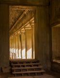 Korridor i Angkor Wat Royaltyfri Foto