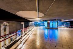 Korridor i Blaak drev- och gångtunnelstation i Rotterdam Nederländerna Royaltyfri Foto