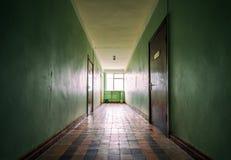 Korridor i en gammal byggnad fotografering för bildbyråer