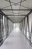 Korridor i ett modernt sjukhus Arkivfoton