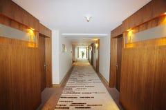 Korridor i hotell Arkivbilder