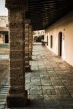 Korridor i slott av Santa Catalina - gammalt fängelse Cadiz, Andalucia, Spanien royaltyfri fotografi